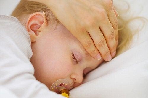 Lapsen kuumeen hoito