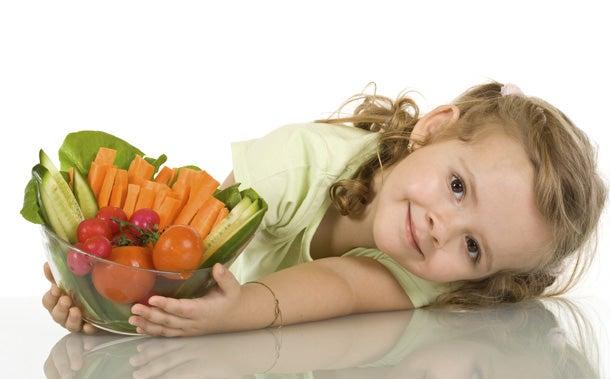 Terveellinen ruokavalio on yksi tekijöistä, jotka vaikuttavat lapsen pituuteen