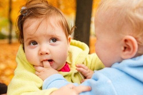 Miksi lapsi puree ja kuinka käytös muutetaan?