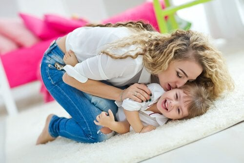 6 vinkkiä, kuinka kasvattaa onnellinen lapsi