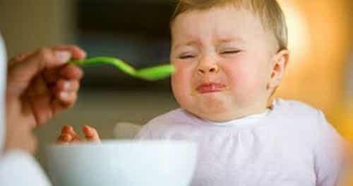 3 syytä, miksi lasta ei saa pakottaa syömään