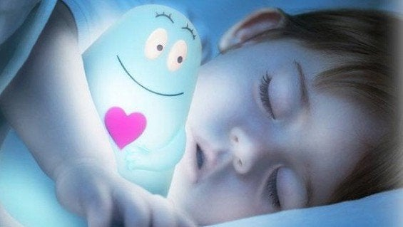Pimeässä nukkuminen ja sen hyödyt lapselle