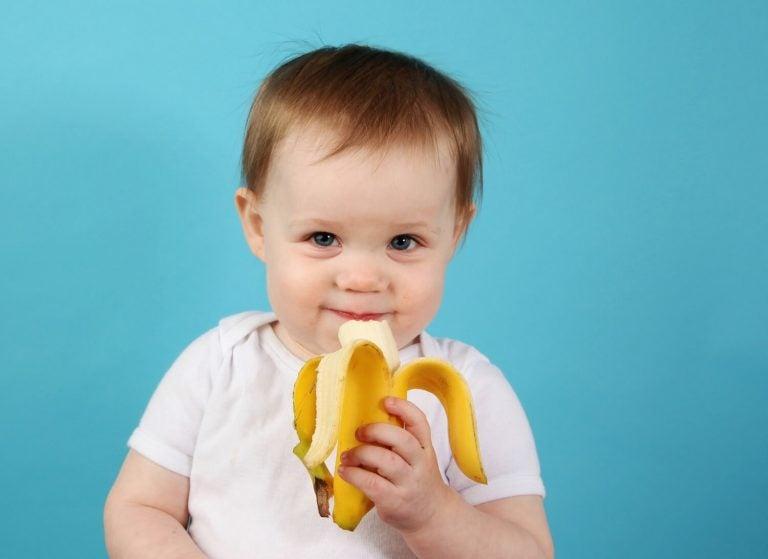 Opas vauvan ruokavalion laajentamiseen