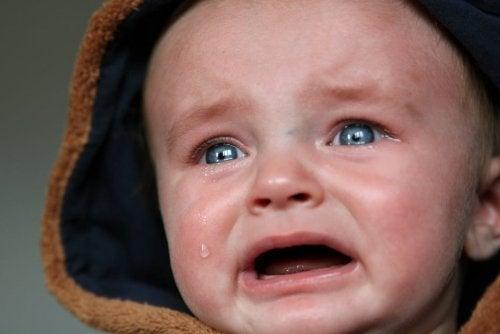 Kuinka rauhoittaa itkevä vauva?