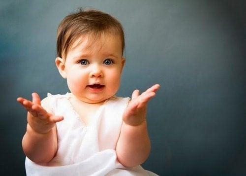 Mitä vauvan eleet kertovat?