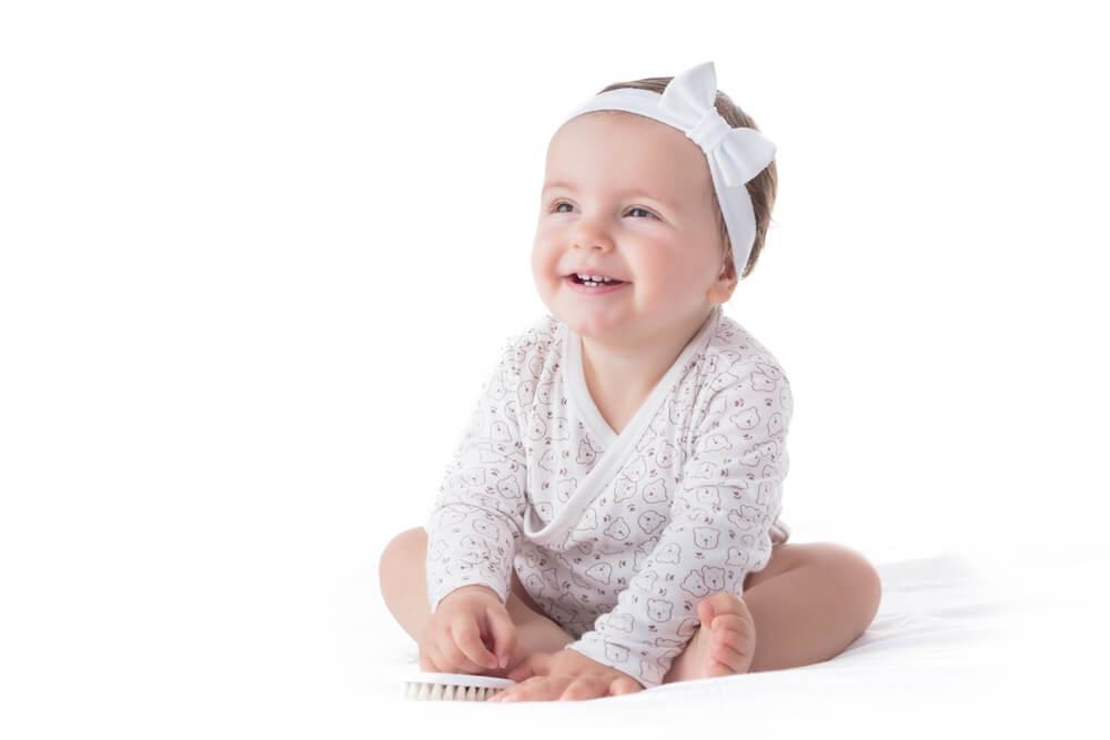 Vauvojen hiuspannat ja -nauhat – käytä asusteita varoen
