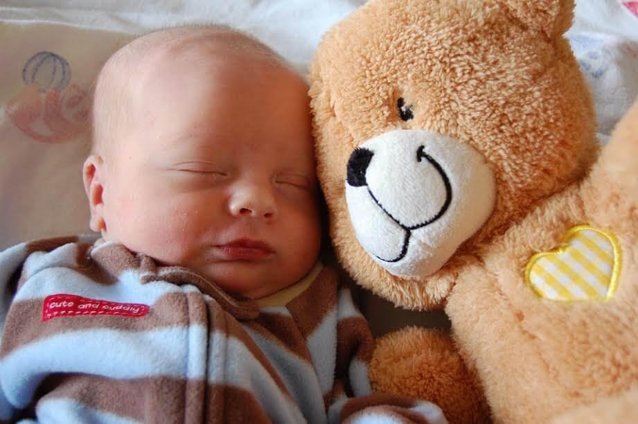 saako vauva nukkua mahallaan