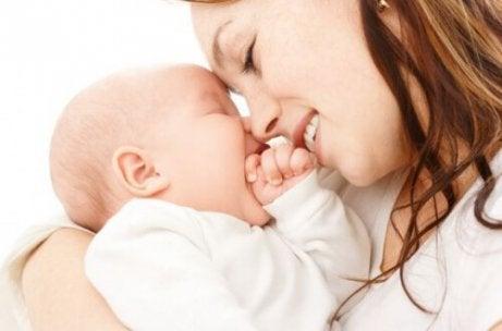 Yhteyden muodostaminen vauvan kanssa