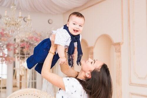 7 vinkkiä onnelliseen äitiyteen