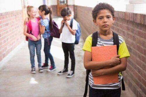 Lapsen huono koulumenestys ja sen 6 syytä