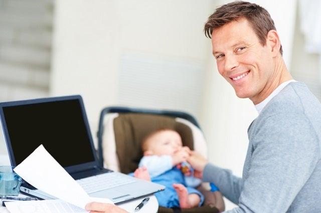 12 rahansäästövinkkiä - toinen vanhemmista voisi tehdä etätöitä, jos mahdollista.