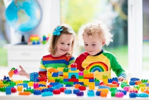 Kehittävät lelut 2-vuotiaalle