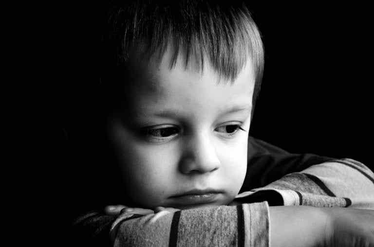 Lapsen ristiriitainen kiintymyssuhde