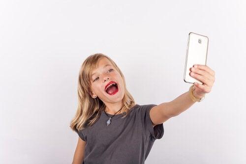 Lasten itsekeskeisyys ja egosentrisen ajattelun vaihe