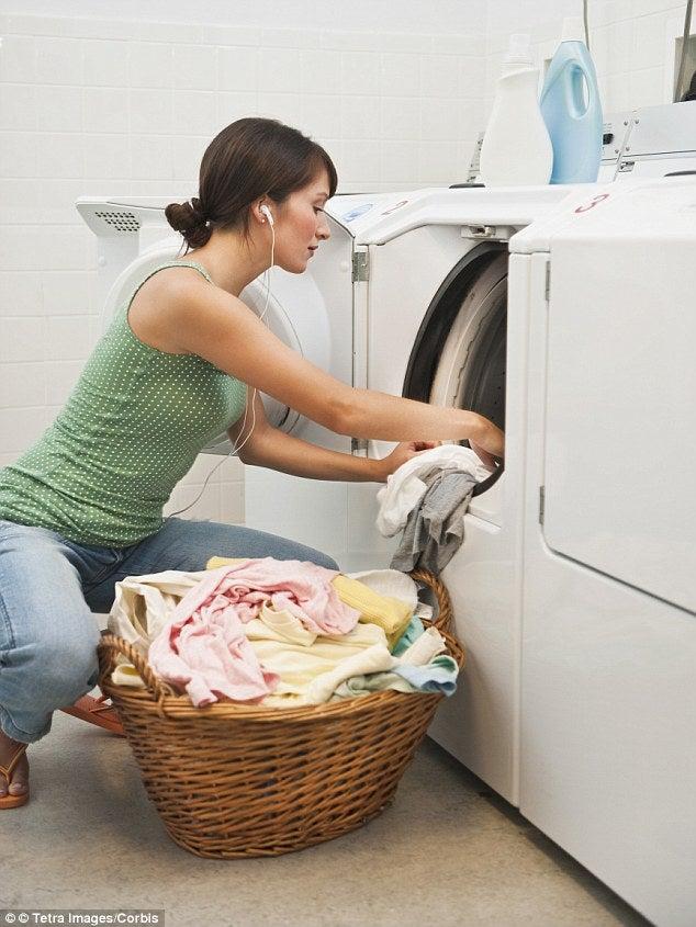 Kuinka poistaa tahrat lapsen vaatteista - ota avuksi talkkijauhe