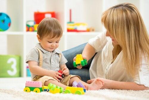 Opettavaiset lelut kaksivuotiaille