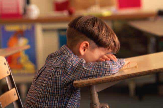 Lapsen heikko koulumenestys ja sen 6 syytä