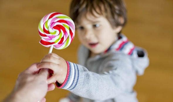 Kuinka välttää lapsen rankaiseminen ja palkitseminen 7 vinkin avulla