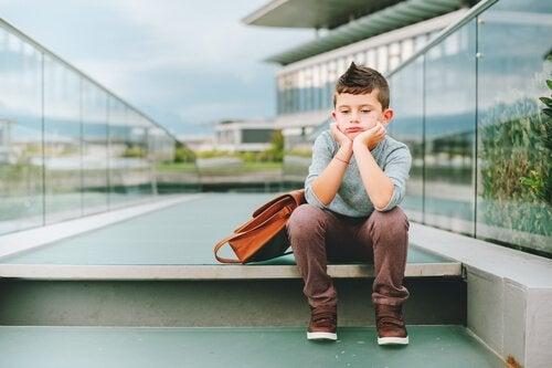 Mitä tapahtuu, jos lapsi ei leiki? 8 huolestuttavaa oiretta