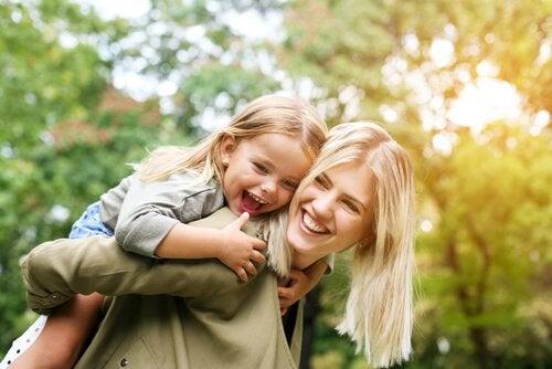 Näin yksinhuoltajaäiti antaa lapselleen parhaan mahdollisen alun elämään
