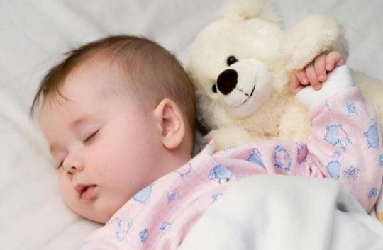 Kuinka toimia, kun vauva ei nuku? 5 hyödyllistä vinkkiä
