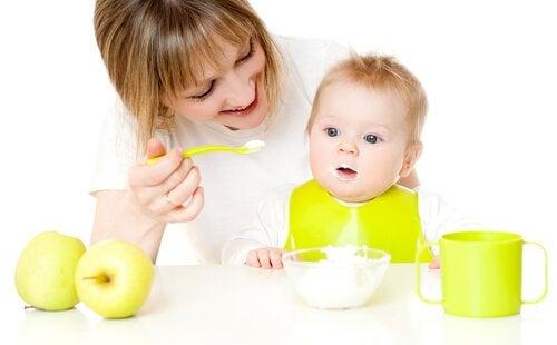 Jälkiruoat 9-12 kuukauden ikäiselle lapselle