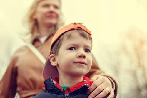 Lapsen ylisuojeleminen: Kuinka välttää hyysätyn lapsen kasvattaminen?