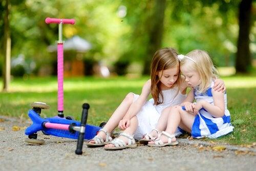 Lapselle tulee opettaa empatiakykyä jo kotona