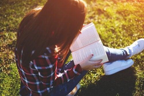 Anna lukemisen lahja: Parhaat kirjat teini-ikäisille