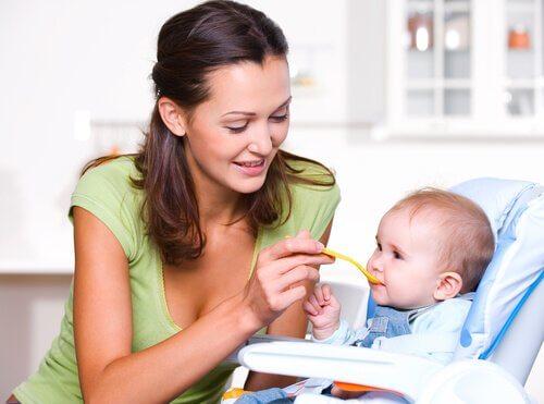 Oikeaoppinen ruokavalio lapsen ensimmäisen elinvuoden aikana
