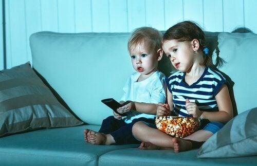 Miksi lapsi katsoo saman elokuvan yhä uudestaan?