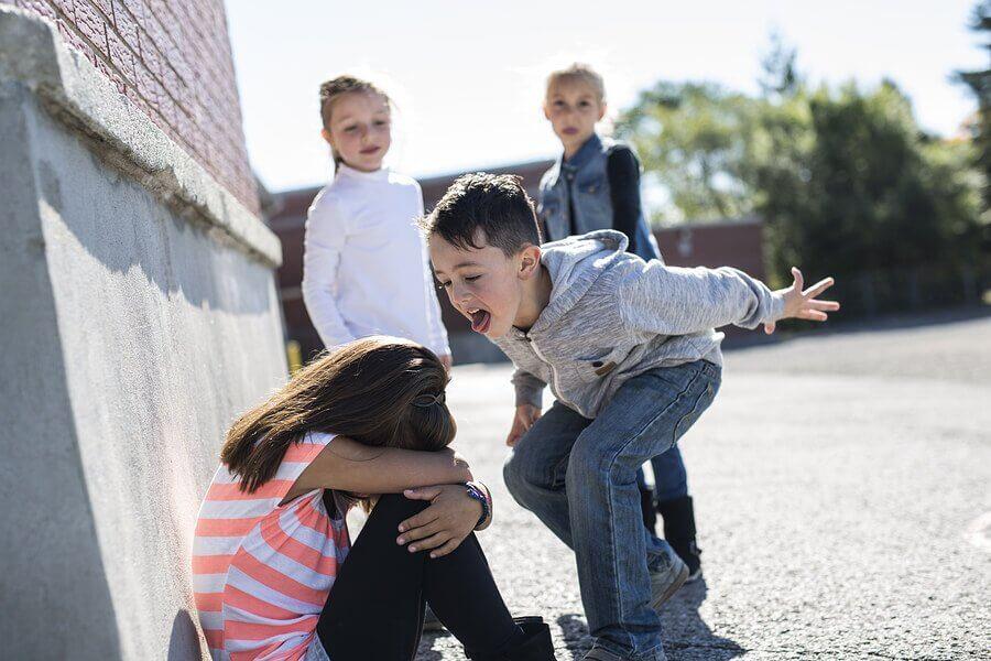 5 kiusaamisen muotoa lasten keskuudessa