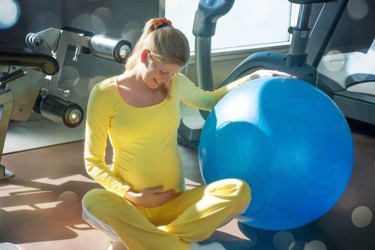 Helpot lantionpohjalihasten harjoitukset odottavalle äidille