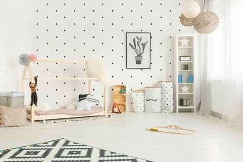 Lastenhuoneen sisustaminen Montessoripedagogiikan metodein
