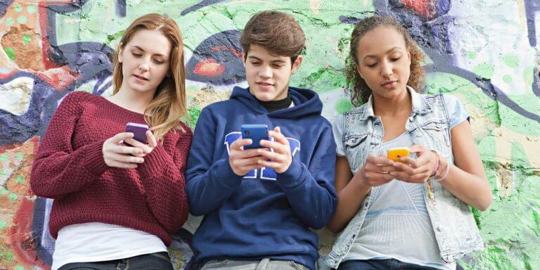 Teini-ikäisten nomofobia, eli eroahdistus matkapuhelimesta