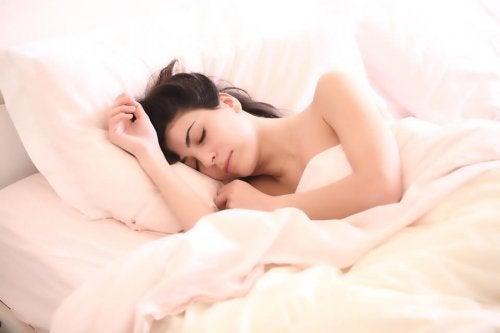 Parhaat nukkuma-asennot odottavalle äidille