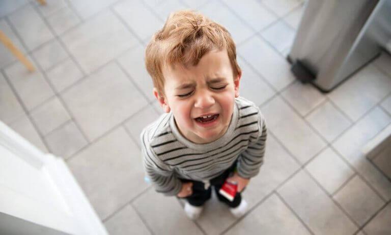 Kuinka toimia, jos lapsi itkee ilman selvää syytä?