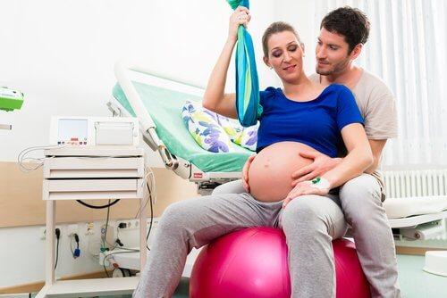 Nämä ovat parhaat synnytysasennot