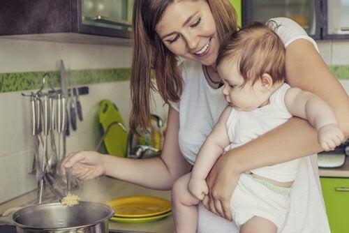 Imettävän äidin ruokavalio: Mitä rintaruokinnan aikana kannattaa syödä?