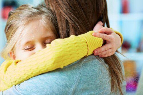 Anteeksi antamisen opettaminen lapselle on tärkeää