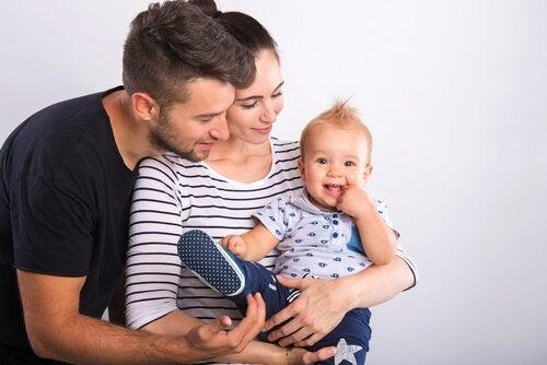 Kannattaako vauvaa kantaa koko ajan?