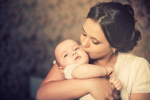 Äidinrakkaus on erityinen voima