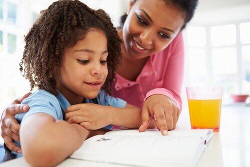 Kuinka toimia, jos lapsi ei pärjää koulussa?