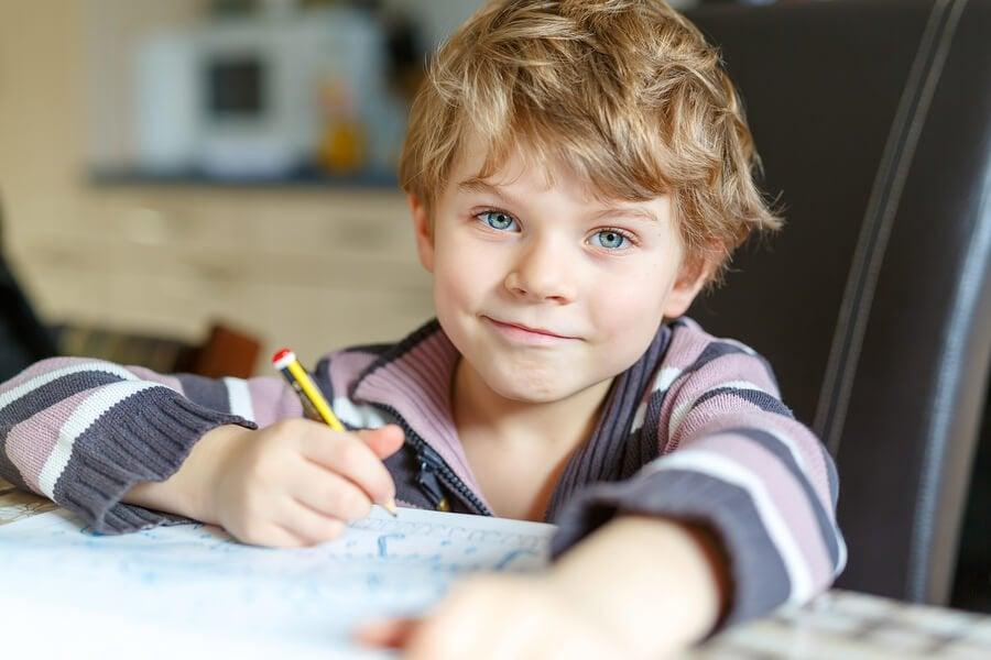 Itsenäinen kotiläksyjen tekeminen 6 neuvon avulla