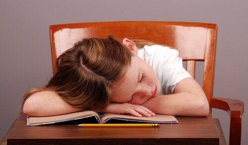 Miten keskittymiskyvyn puute vaikuttaa lapsen koulumenestykseen?