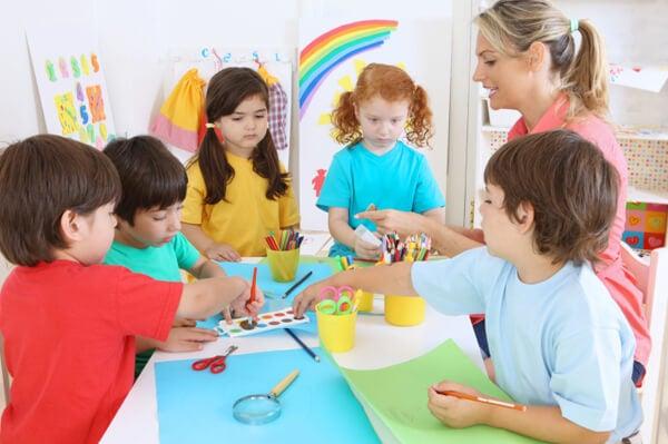 Lapsi oppii päivähoidossa monia erilaisia taitoja
