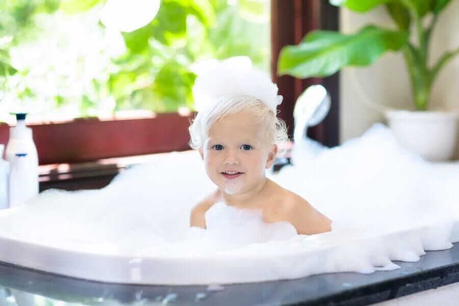 Missä iässä lapsen on hyvä aloittaa yksin suihkussa käyminen?