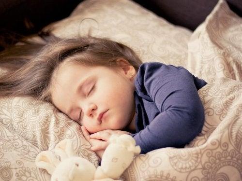 Vauvat ja pienet lapset tarvitsevat päiväunia