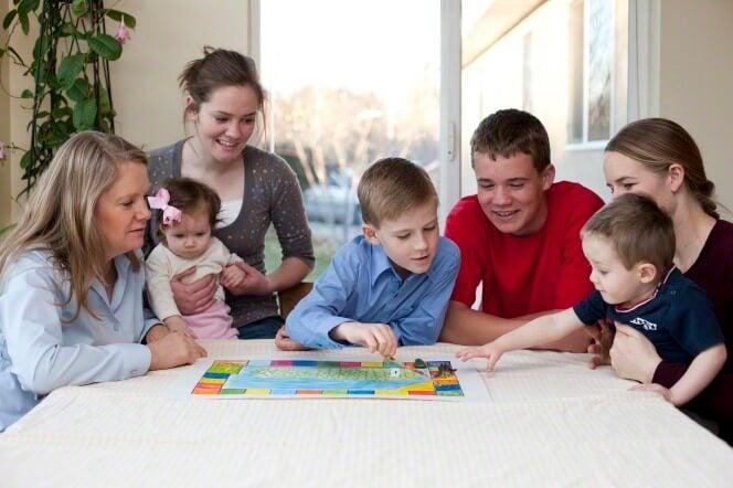 Virheet lapsen sananmuodostuksessa voidaan korjata hauskalla tavalla pelaamalla sanapelejä