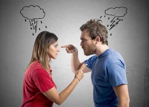 Lapsen edessä riiteleminen on huono tapa
